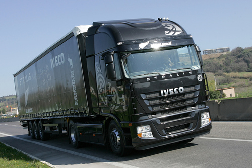 Product picture 2002-2006 Iveco Stralis AT/AD Truck Workshop Repair Service Manual in Italian